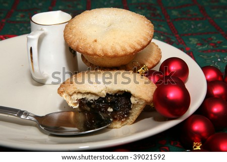 A tasty display of festive Christmas mince pies on a plate