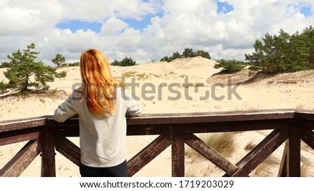 A tourist looking at the sandy landscape. Location: Europe, Poland, Leba, Slowinski park narodowy Zdjęcia stock ©