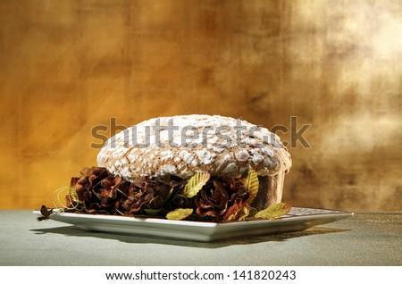 a traditional italian christmas cake (panettone)