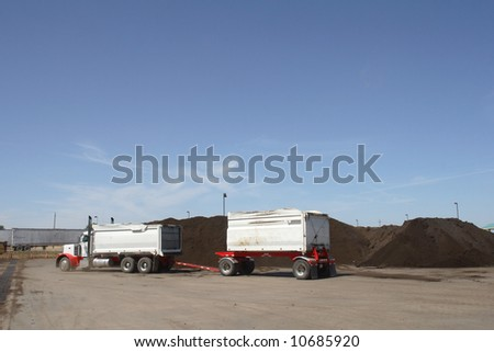 a truck pick up the final mulch product to be delivered to customers