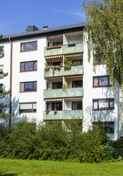 A vertical shot of the exterior of residential buildings in Deutschland, Europe