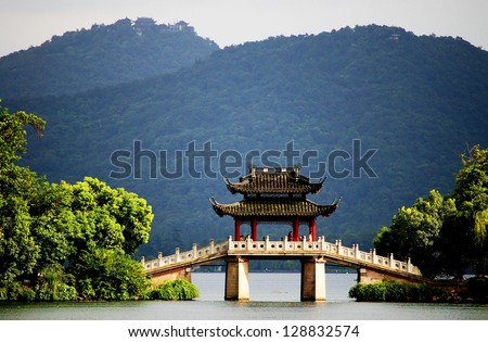 a very famous pavilion bridge-yu dai qiao jade belt in west lake hangzhou china was built in song dynasty and rebuilt in qing dynasty