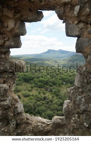 A view Ceze valley in that Gard , through a broken wall of the medieval templar castle in Allegre les fumade Zdjęcia stock ©