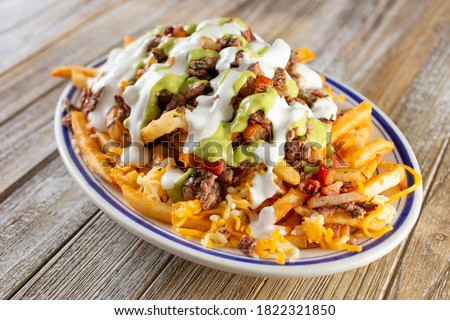 A view of a plate of carne asada french fries. Foto stock ©