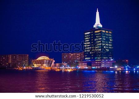 A view of the Lagos Lagoon at night, Victoria Island in Lagos, Nigeria Foto stock ©