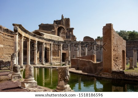 A view of the Maritime Theatre (Teatro Maritime) in Hadrian's Villa (Villa Adriana) in Tivoli. It is believed that this was a private retreat for the emperor within the palace complex. Stock fotó ©
