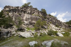 A view of the rocky cliffs at Rocky Face Mountain in North Carolina.