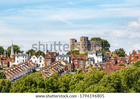 A view over the castle and town of Lewes in Sussex, on a summers day Zdjęcia stock ©
