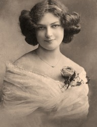 A vintage photo portrait from 1913 of Russian woman.