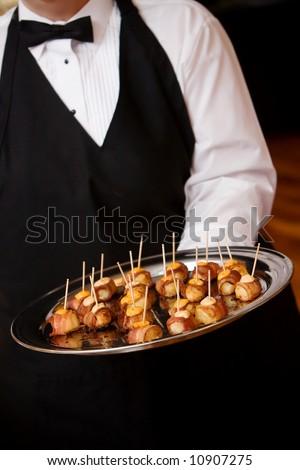 Le cocktail est composé de pièces salées (feuilletés, pièces...