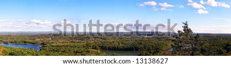 A wide open panoramic shot of New England during early autumn.