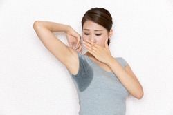 A woman is surprised to see her armpit sweat.