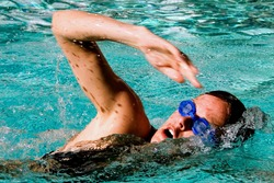 A woman plows through the water doing a front crawl.