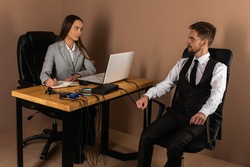 A woman's special agent tests a lie detector and a polygraph test on a young suspect. The questions of the expert accused in the interrogation room record the reactions. The concept of truth and revel