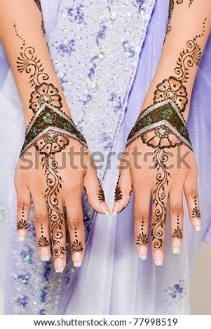 stock photo A woman wearing henna tattoos on her hands IE182017