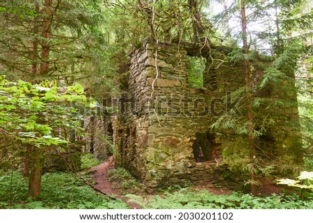 Abandoned house in the national park Sumava (Bohemian forest) after Expulsion of Germans from Czechoslovakia (Czech Republic) after World War II was part of a series of evacuations and deportations  Foto stock ©