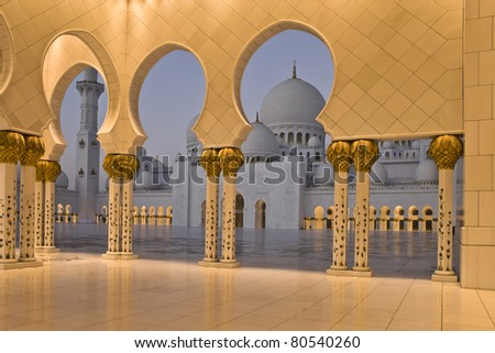 Abu Dhabi Sheikh Zayed Grand Mosque at sunrise, walkway