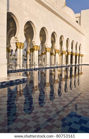 Abu Dhabi Sheikh Zayed Grand Mosque, beautiful reflection