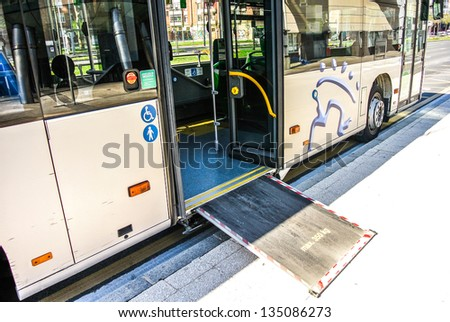 Access ramp for disabled persons and babies in a bus