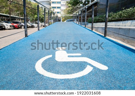 accessibility ramp for wheelchair users with accessibility symbol design. Foto stock ©