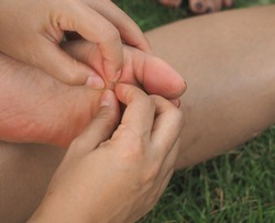 Accident wooden splinter on barefoot / first aids