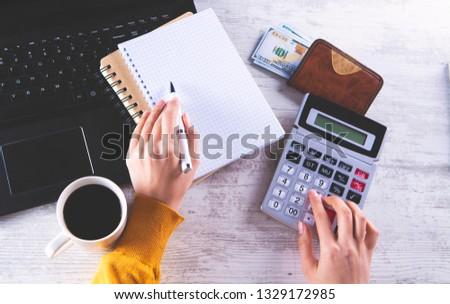 accountant; money calculator