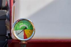 Accurate pressure gauge for measuring the water pressure