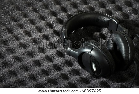 Acoustic foam wall and headphone