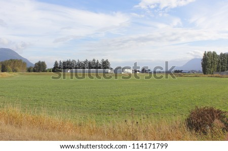Acres of rich grazing land helps to describe Canada\'s vast agricultural landscape/Rural Canadian Farm Land/Acres of rich grazing land describes Canada\'s vast agricultural landscape
