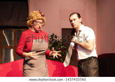 Actor and actress play comedy show play on the theater stage Foto stock ©