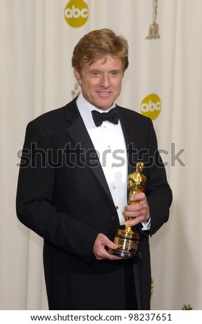 Actor ROBERT REDFORD at the 74th Annual Academy Awards in Hollywood. 24MARR2002.   Paul Smith / Featureflash