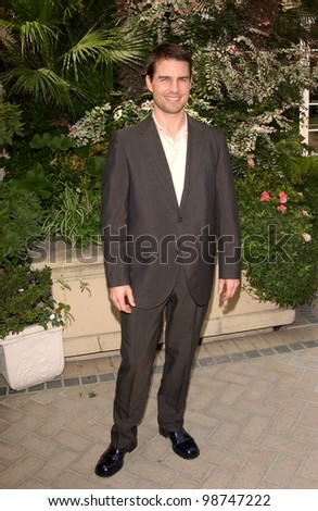Actor TOM CRUISE at Premiere Magazine's Women in Hollywood luncheon at the Four Seasons Hotel, Beverly Hills.   22OCT2001.   Paul Smith/Featureflash