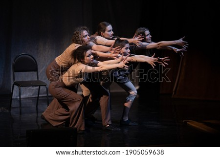 Actors and actresses play a modern lyrical performance of the theater stage show Foto stock ©