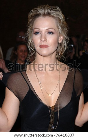 Actress JENNIE GARTH at the 2005 Family TV Awards at the Beverly Hilton Hotel, Beverly Hills. November 30, 2005  Beverly Hills, CA  2005 Paul Smith / Featureflash