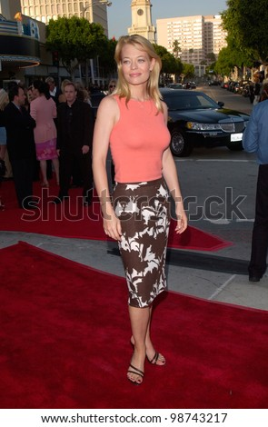 Actress JERI LYNN RYAN at the world premiere, in Los Angeles, of Lara Croft: Tomb Raider. 11JUN2001.    Paul Smith/Featureflash
