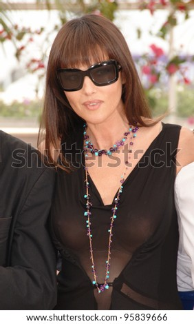 Actress MONICA BELLUCCI at the photocall for the official jury at the 59th Annual International Film Festival de Cannes. May 17, 2006  Cannes, France.  2006 Paul Smith / Featureflash