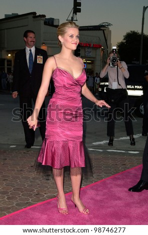 Actress REESE WITHERSPOON & actor husband RYAN PHILLIPPE at the world premiere, in Los Angeles, of her new movie Legally Blonde. 26JUN2001.  Paul Smith/Featureflash