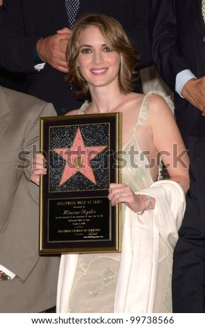 Actress WINONA RYDER on Hollywood Boulevard where she was honored with the 2,165th star on the Hollywood Walk of Fame. 06OCT2000.  Paul Smith / Featureflash