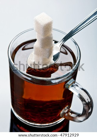 Added lump sugar in tea beverage closeup