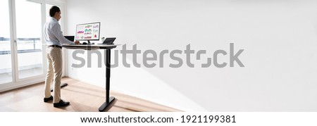 Adjustable Standing Desk For Good Posture To Avoid Back Pain Foto stock ©