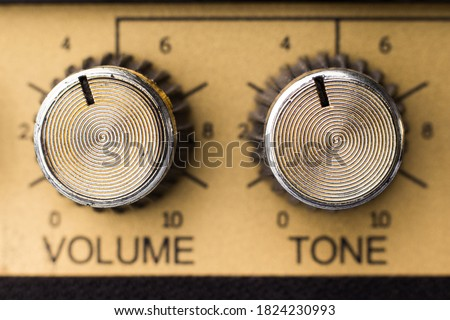 Adjustment knobs in the panel of an electric guitar amplifier, close up with selective focus Foto stock ©