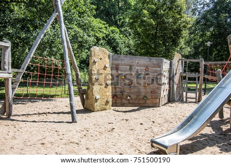 Adventure playground with wooden frames and wire ropes #751500190