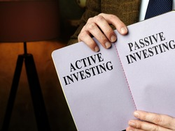 Adviser shows active investing vs passive investing pros and cons.