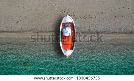 Aerial drone top down photo of traditional red wooden boat in turquoise clear beach of Ganema in island of Serifos, Cyclades, Greece  Foto d'archivio ©