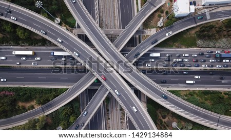 Aerial drone top view photo of highway multilevel junction interchange road in urban populated area Foto stock ©