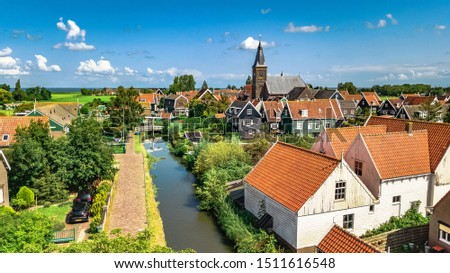 Aerial drone view of Marken island, traditional fisherman village from above, typical Dutch landscape, North Holland, Netherlands Foto stock ©
