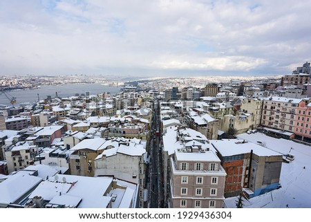 Aerial Istanbul winter panorama cityscape from Galata Tower with Buyuk Hendek Street, snowy roofs and part of Halic, Istanbul, Turkey Stok fotoğraf ©