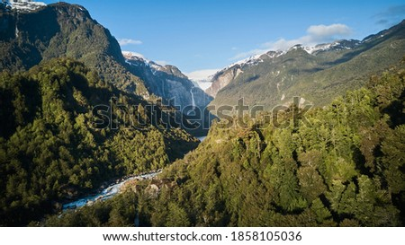 Aerial of Ventisquero Colgante, a hanging Glacier with waterfall and lake in queulat national park along the carretera austral in Patagonia, Chile, South America Foto stock ©