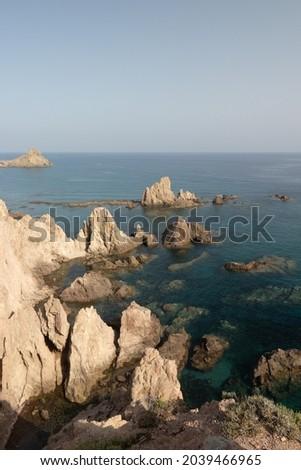 aerial panorama of El Arrecife de las Sirenas in the natural park of Cabo de Gata, Almería, Spain Foto stock ©