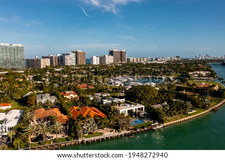 Aerial photo luxury mansion homes in Bal Harbour Florida Foto stock ©